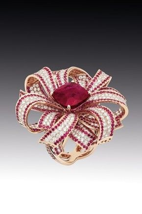 CHANEL | Camélia Ring in 18 carat rose gold with 429 diamonds , 837 Burmese rubies and a 8.7 carat central ruby