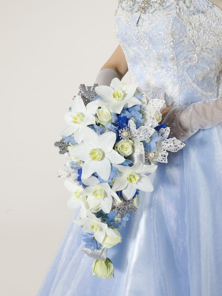 Fashion style Frozen Disney wedding ideas winter wedding flowers for girls