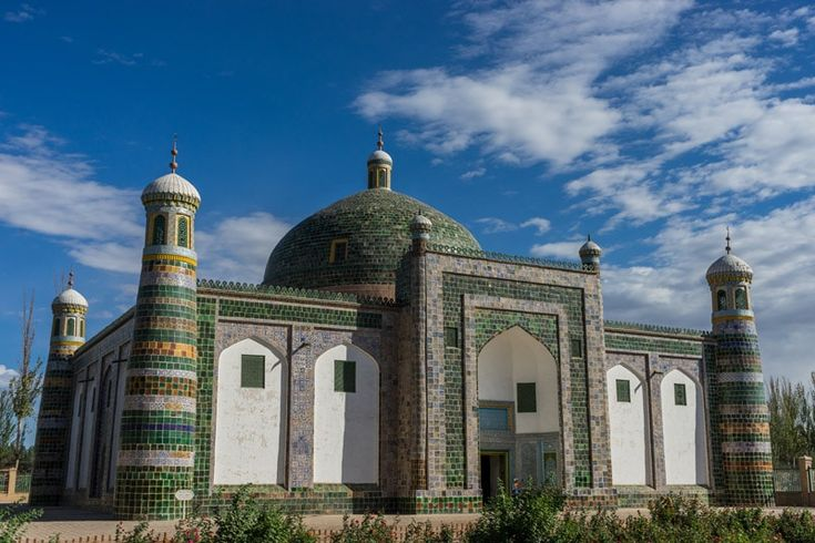 Central Asia meets China in the Xinjiang city of Kashgar. An eclectic mix of Islamic culture, Uyghur food and fascinating sights made this city tour one of our favourite stops on our trip.