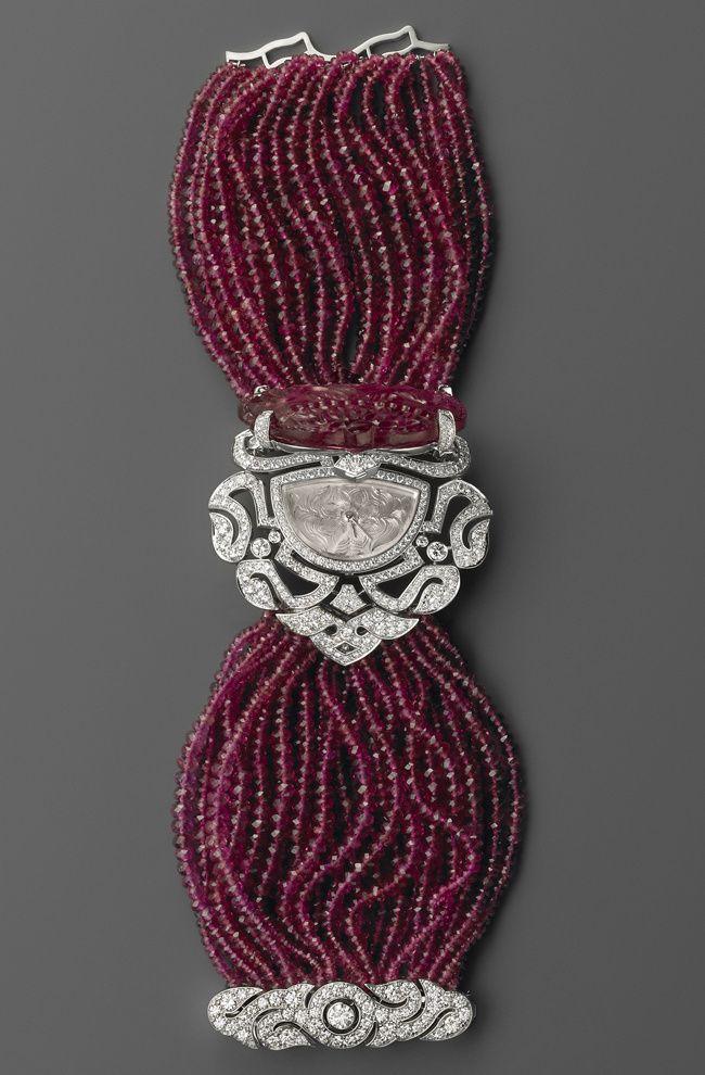 Reloj de oro blanco con rubelitas, brillantes y movimiento de cuarzo, de Cartier.