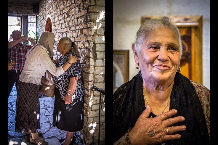 Spotkanie z panią Nouhad Al-Chami, Libanką, która w 1993 r. została zoperowana podczas snu przez św. Charbela i natychmiast uzdrowiona z lewostronnego paraliżu, na który cierpiała. Dwie ciemne blizny widoczne do dzisiaj po obu stronach jej szyi są świadectwem tego cudu.