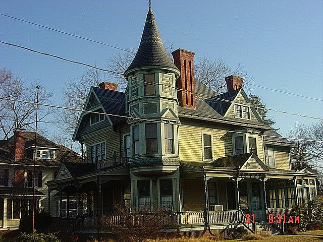Victorian: Kinda Houses, Style Houses, Victorian Victorian, Creepy Factors, Victorian Splendor, Salisbury Victorian, In This Houses, Houses Obsession, Victorian Houses