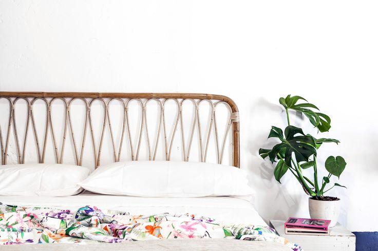 Cabecero rectangular de caña de bambú, hecho a mano en España. Cada pieza es única.Medidas:Disponible para cualquier medida de camaCama de 150: Ancho 150cm / Fondo 3cm / Alto 103cmIVA y Gastos de envío incluídos.