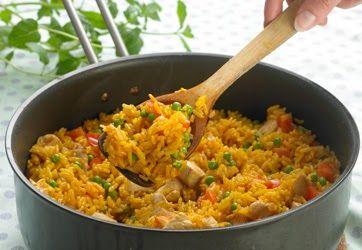 Denne risret er yderst børneegnet, da krydringen er let og farverne meget tillokkende    Foto: Jette M. Vesterager  250 g ris  5 dl vand  1 ...