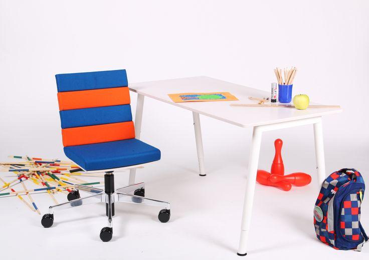 Tischlein deck dich! Und zwar in meinen Lieblingsfarben! Die Farbvielfalt und Individualisierungsmöglichkeit beim Kinderstuhl von sitting cool. passt sich der Umgebung an.