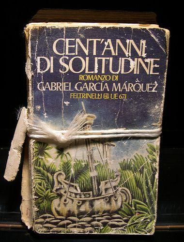 Finito di leggere Cent'anni di Solitudine.  Ambientato a Macondo una città surreale, come la famiglia Buendia, protagonista della storia. In molte parti sembra un racconto di fantasia ma rivela tragedie storiche che si sono vissute in Colombia, paese natale di Gabriel García Márquez.