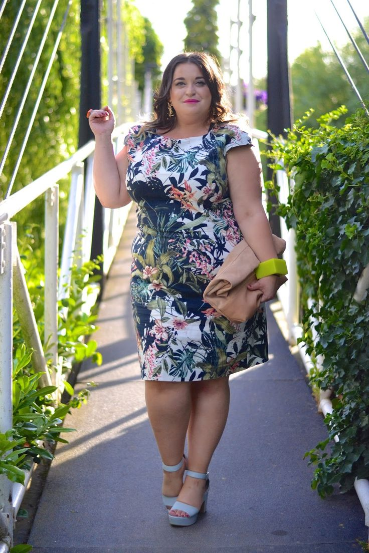 I rarely comment on my posts but I really really like this dress!! Plus Size Fashion - Danielle Vanier