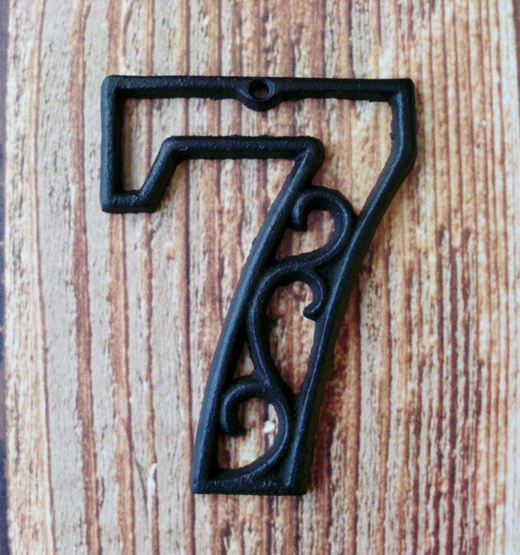 House Number Seven Cast Iron Wall Hangers par RobsRustics sur Etsy, $9,99