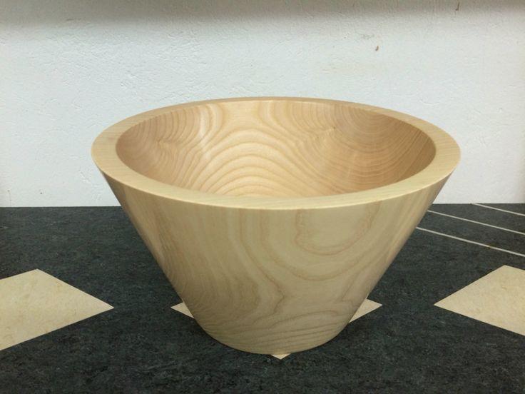 Schale schlicht aus Eschenholz Durchmesser 25cm Höhe 15 cm