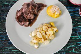 Leberkassemmel und mehr: Rehschlegel mit gebratenem Spargel und Hasselback Kartoffeln