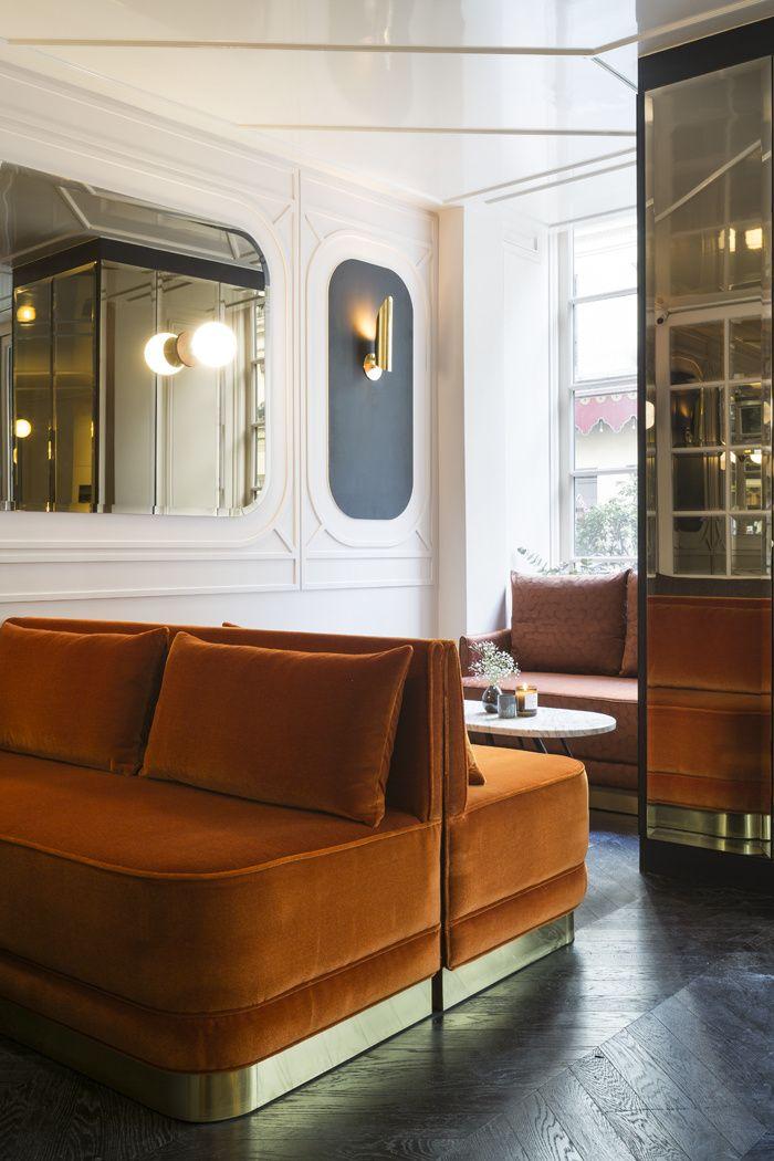 C'est le dernier-né de la collaboration entre Adrien Gloaguen et la décoratrice Dorothée Meilichzon. Biscornu, tout en angles et recoins, l'hôtel Panache a d'ores et déjà les cartes en main pour devenir la nouvelle planque à la mode. Le salon de l'Hotel Panache.