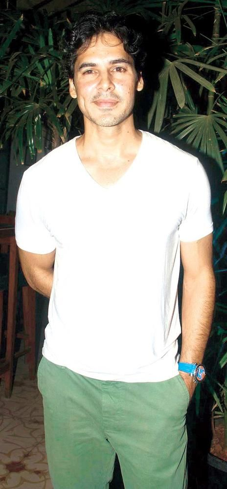 Wonder what Dino Morea is hiding in his right hand? #India #Fashion