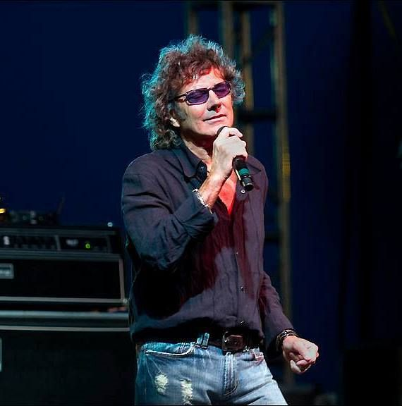 Mickey Thomas, lead vocalist of the iconic '70s and '80s band, Starship, joins the all-star lineup of Raiding The Rock Vault, the Ultimate Classic Rock Concert Experience, July 5-9, at LVH – Las Vegas Hotel & Casino.