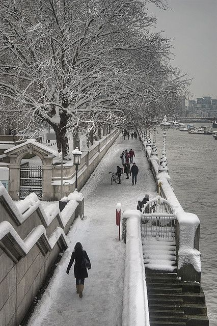 Snow on the South Bank of the Thames River, London.