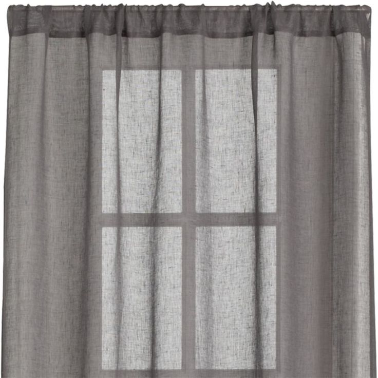 Yarndyed linen in an airy open weave diffuses light