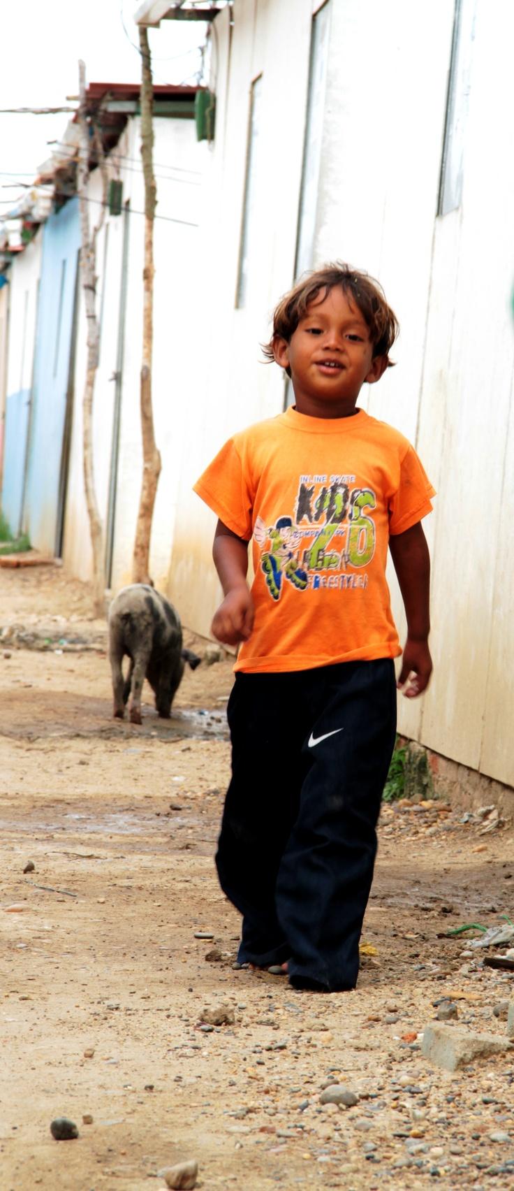 Niño caminando.  Crédito: Sandra Preciado.
