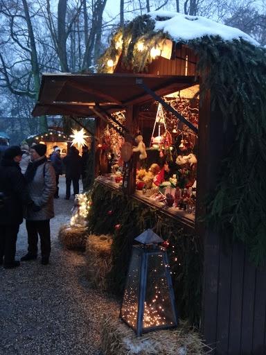 Regensburg, Germany --Christmas Market | repinned by www.mybestgermanrecipes.com