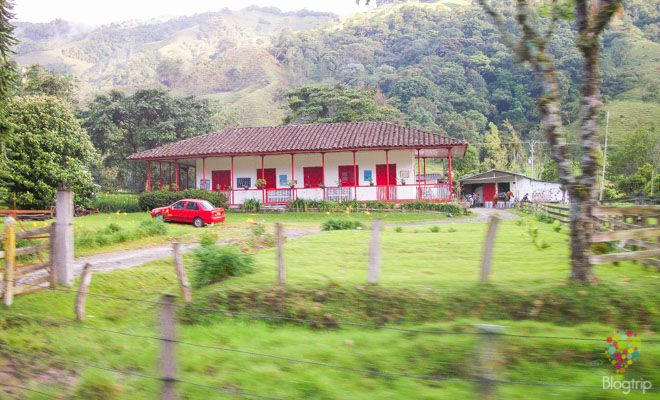 Finca de región cafetera en Salento Colombia https://blogtrip.org/valle-del-cocora-salento-quindio-colombia-natural/