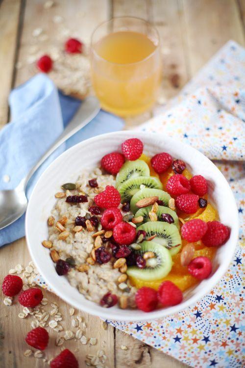 Porridge au lait de noisettes et fruits frais
