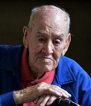 † Paul Royle (101) 23-08-2015 Een van de laatste twee overlevenden van de bekendste gevangenisontsnapping uit de Tweede Wereldoorlog, ze  ontsnappen uit een kamp voor oorlogsgevangenen in Polen, de Stalag Luft III.