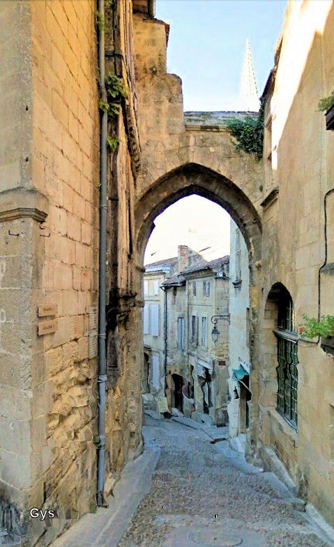 Cadène Arch, Saint Emilion, France