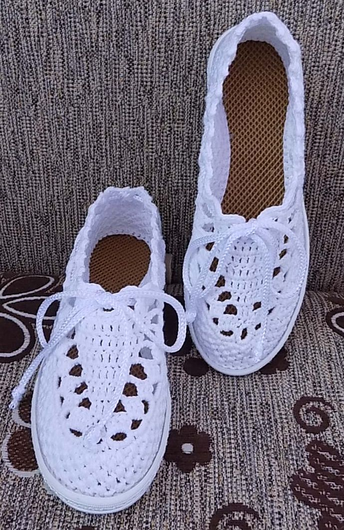 No link, just this pic. Gorgeous crocheted shoes.