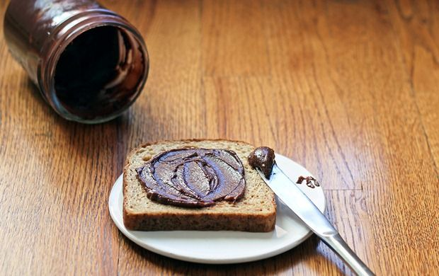 This looks delicious!Hazelnut Spreads, Homemade Condiments, Healthy Eating, Homemade Nutella, Maple Syrup, Healthy Food, Healthy Version, Nutella Recipe, Diy Chocolates Nut Spreads