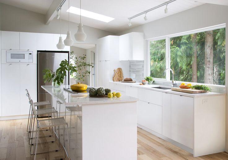 White modern kitchen.jpg