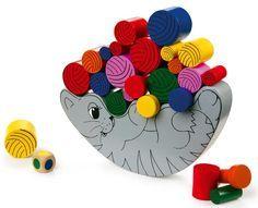 Gioco del Gatto equilibrista, gioco di abilità e di equilibrio. Si gioca a turno il colore del dado decide quale gomitolo posizionare sul gatto