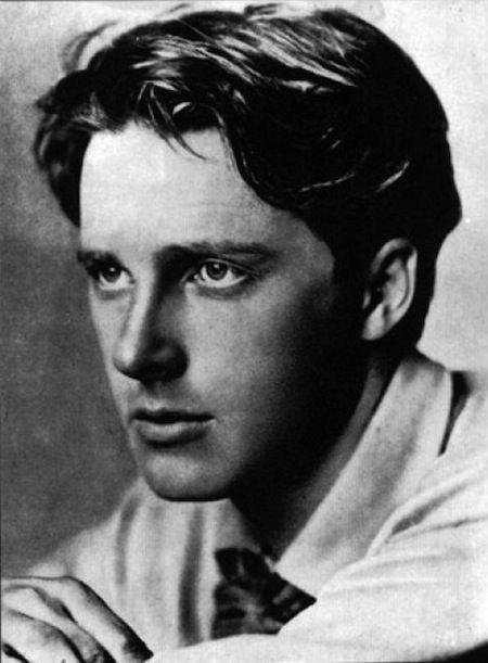 """apoetreflects: """"Hay tres cosas buenas de este mundo.  Una de ellas es leer poesía, otra es escribir poesía, y lo mejor de todo es vivir la poesía. """"-Rupert Brooke"""