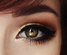 Smoky gradient gold with thick cateyeliner.