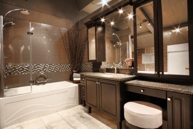 Salle de bain aux couleurs foncées 1.