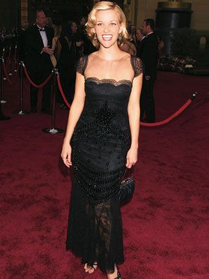 Valentino dress: Reese Witherspoon, Fashion, Style, Valentino Oscars, Oscar Dresses, 2002 Oscars, Black Gowns Dresses, Red Carpet Dresses