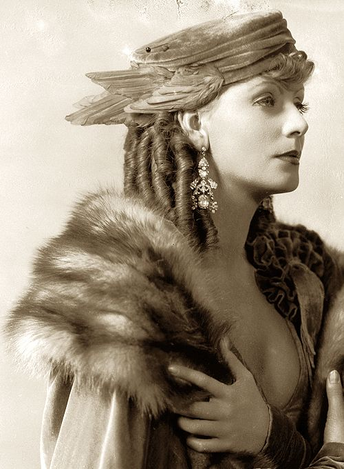 Greta Garbo, Romance, Art Deco