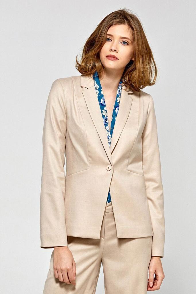 993aca37917 Si la veste tailleur est un grand classique de la garde-robe féminine