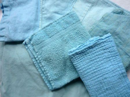 cette couleur est obtenue avec 2 cuillères de bleu roi, et 1 petite cuillère de citron vert (teintures Dylon)
