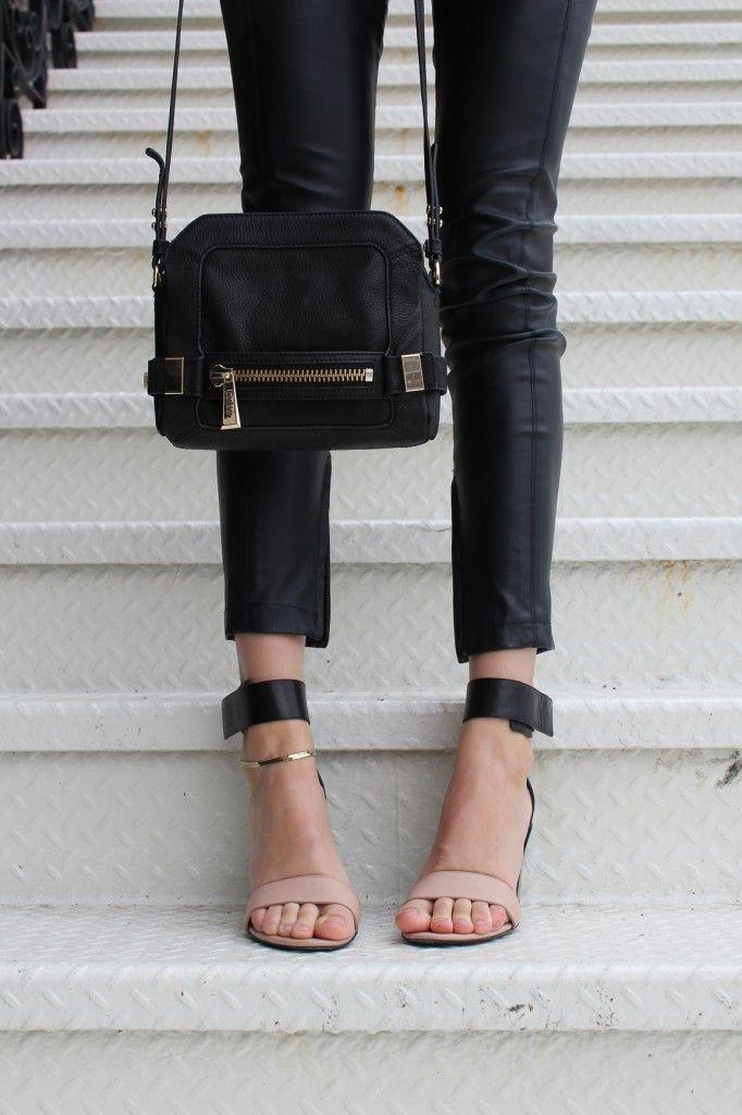 statement bag, black skinny jeans, and two-tone minimalist heels