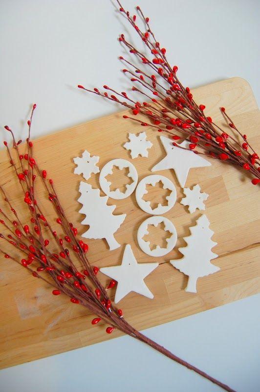 Ötletes Blog: Szódabikarbónából hófehér, csillogó karácsonyi díszek
