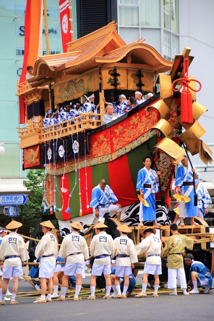 京都祇園祭後祭の山鉾巡行の大船鉾(おおふねほこ)
