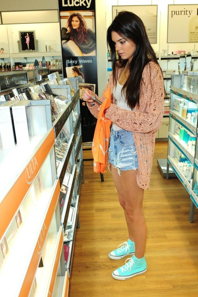 Kendall Jenner Shorts White Top Cardie Converse Fashion Pinterest Converse Shorts