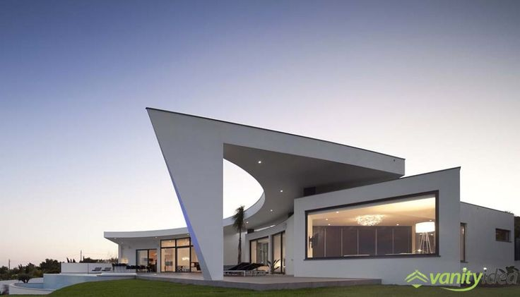the house it's distinguish by the curving shape and te big windows