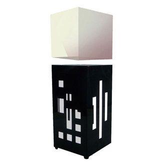 Lampe � poser cube en l�vitation LED interrupteur tactile hauteur 45cm Megapolite