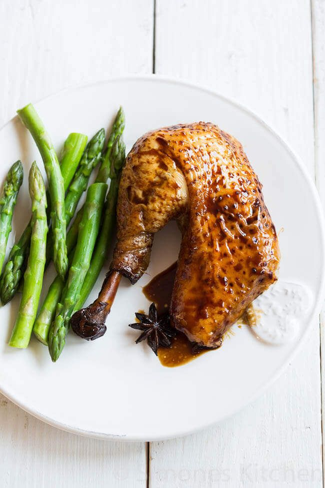 Dit aziatisch getinte kip gerecht kost weinig moeite om te maken en met de gember, knoflook en steranijs zal het heerlijk gaan ruiken in je keuken