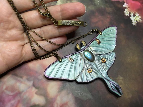 Hand tooled and painted leather luna moth necklace by Gemsplusleather - 55.55€ #tooledleather #leathercraft #leather #pendant #handmade #iridescent #fantasy #jewelry #jewellery #Gemsplusleather #art #artisan #moth #butterfly #luna #gift #gemsforall #labradorite #gem #gemstones
