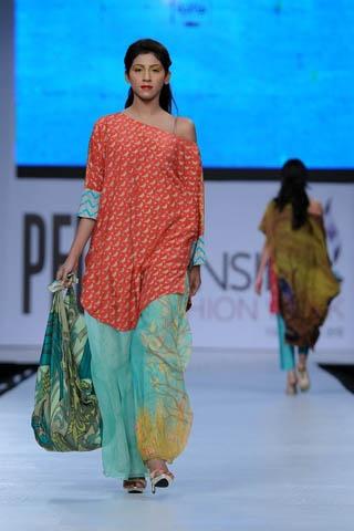 Sannia Maskatiya at Pakistan Fashion Week 2012 Lahore | BuzzPK