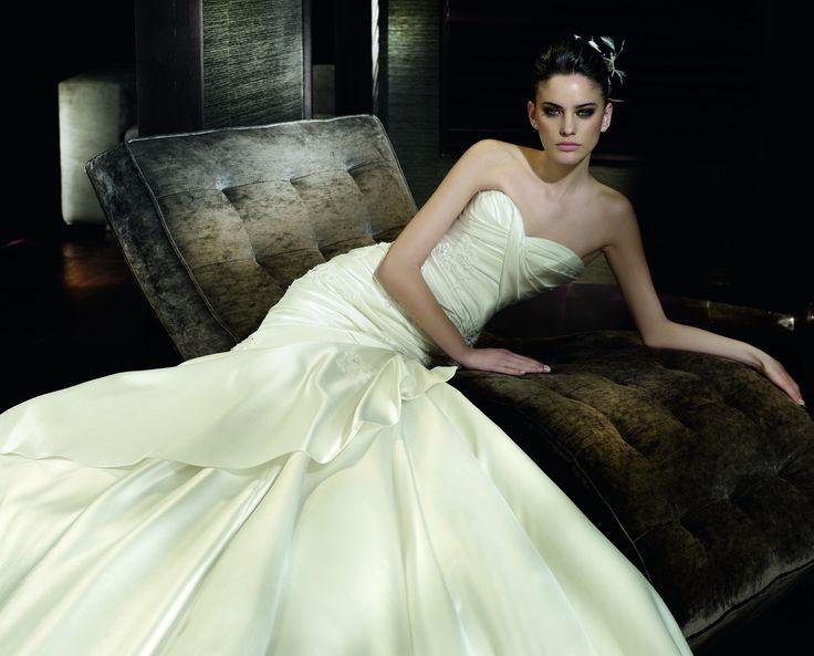 Caster - Pronovias - Esküvői ruhák - Ananász Szalon - esküvői, menyasszonyi és alkalmi ruhaszalon Budapesten