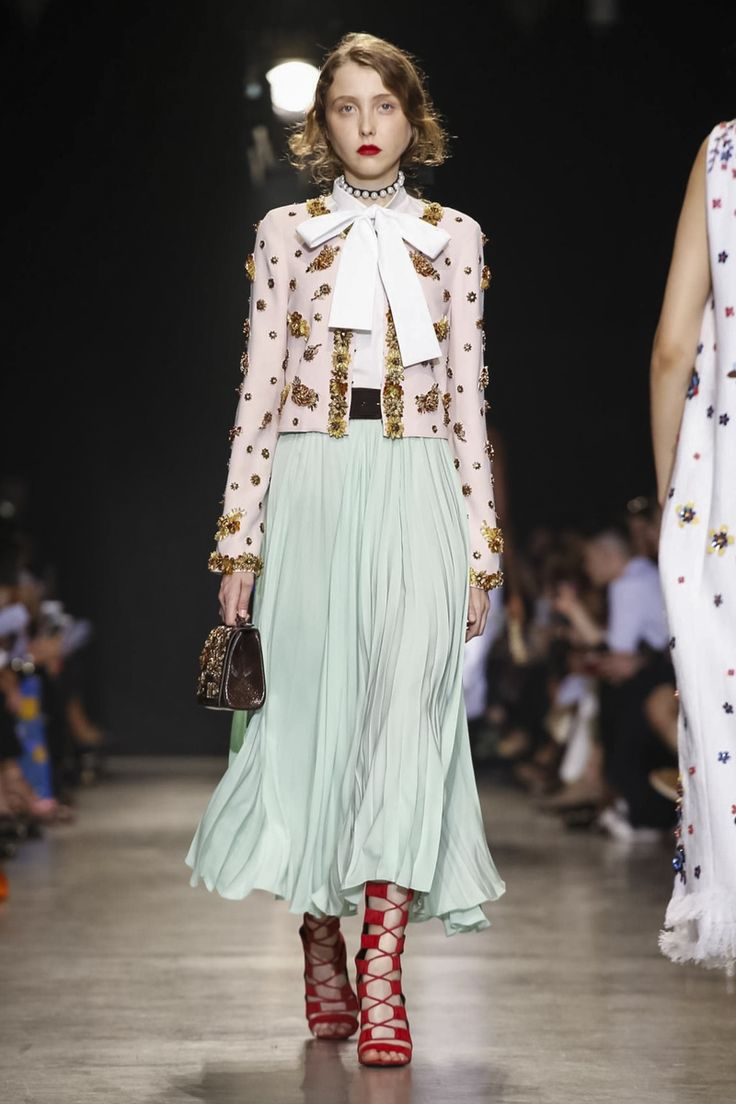 What a romantic outfit from Andrew GN #ss18 #rtw #pfw