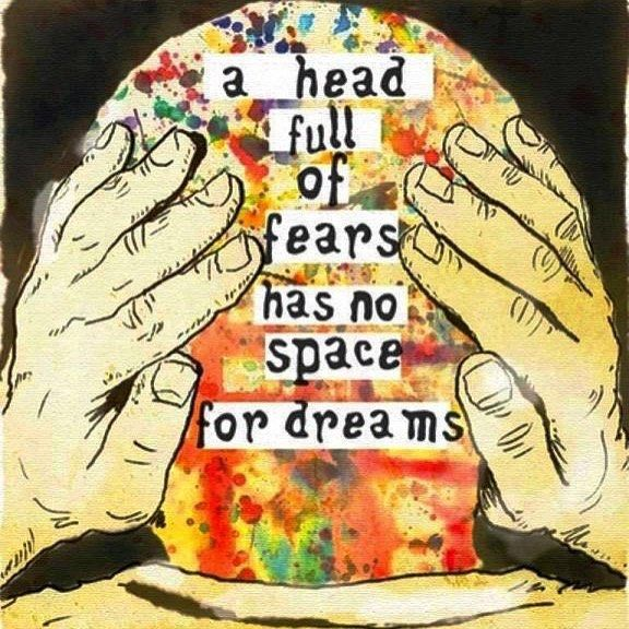 Let go of your fears and grab on to your dreams! #dream #create #dream #dreambig #artandsoul #creativitymatters #art #creativetime #artclasses #inspiration #inspirationalquotes #followyourdreams #letgo Reposted Via @theartstudiony