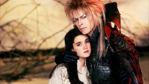 """🎬 Behind the Scenes. """"Labyrinth"""" (1986). 🔸David Bowie and Jennifer Connelly. #jimhenson #labyrinth #davidbowie #jenniferconnelly #behindthescenes #cinephilecommunity"""