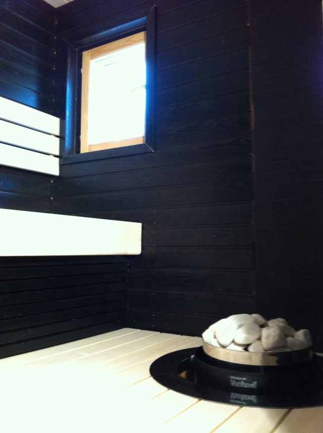 Mustavalkoinen saunakaunotar